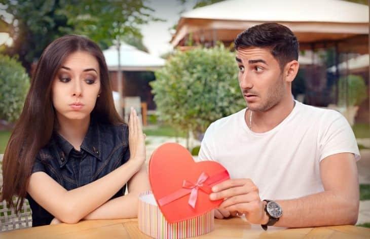 3 Wedding Anniversary Gift Mistakes To Avoid